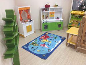 Manav tezgahımız, kukla sahnemiz, tamir köşemiz, mutfağımız yaratıcı oyunlar için çocukları bekliyor